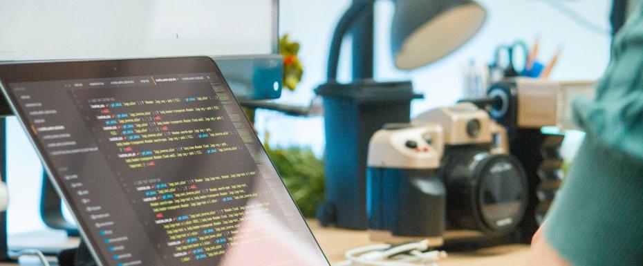 【リモート可能/UI/UX】  Webプラットフォームのサイトデザインをしていただくフロントエンドエンジニアを募集します!