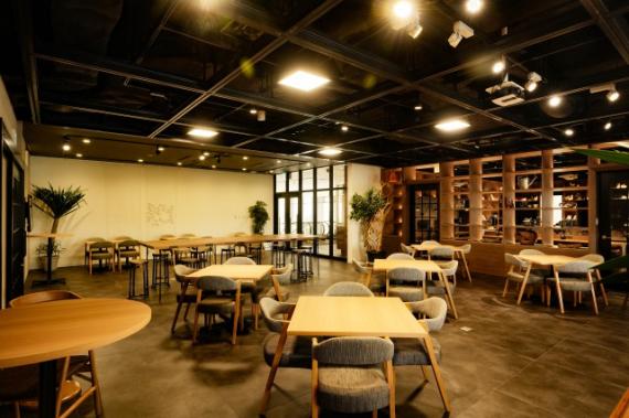 沖縄県那覇市にあるコワーキングスペース howliveタイムス店
