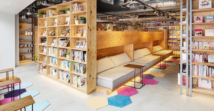 東京都新宿区にあるコワーキングスペース TSUTAYA BOOK APARTMENT(ツタヤブックアパートメント)