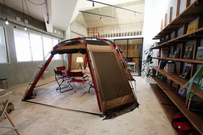 沖縄県中頭郡読谷村にあるコワーキングスペース howlive 読谷残波岬店/Camping Office Osoto Yomitan by Snow Peak(ハウリブ)