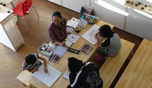 石川県金沢市にあるコワーキングスペース 机カフェ