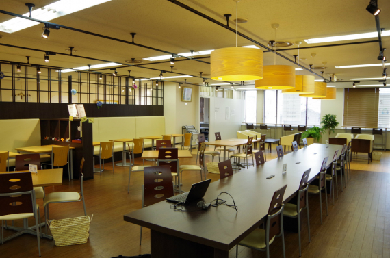 新潟県新潟市中央区にあるコワーキングスペース 新潟国際情報大学コワーキングラボ・こくじょう